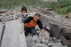 Zhang Yichuan and father in ruins of their house