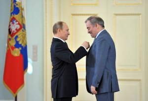"""Well done, my good fellow!"" Putin gives a hero of labour his medal"