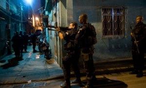 Dawn raid in Caju favela, Rio