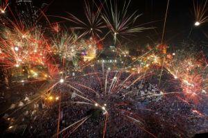 Tahrir protesters applaud army