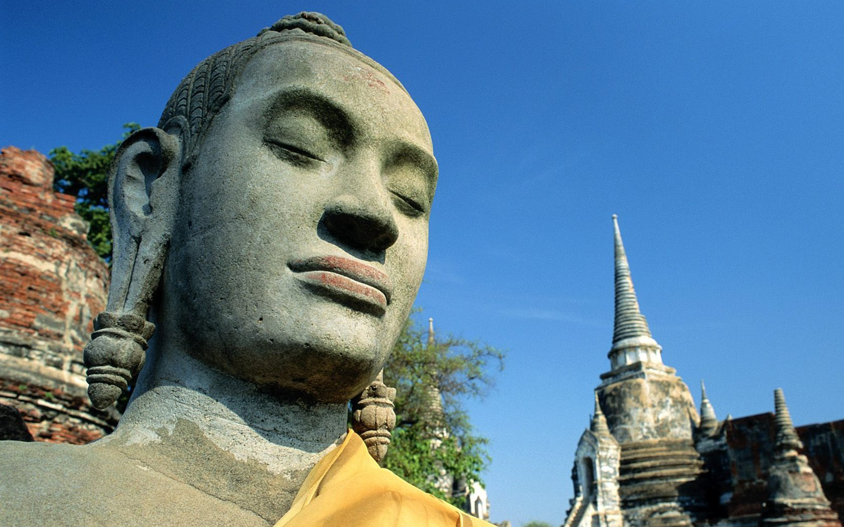 Basta con l'idea cinoanglo tibetana d'un Buddha grasso nano Buddha-statue-wat-tower_1680x1050_74029