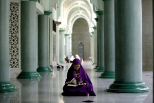 a Muslim woman reads the Qur'an
