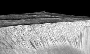 signs of descending water on mars